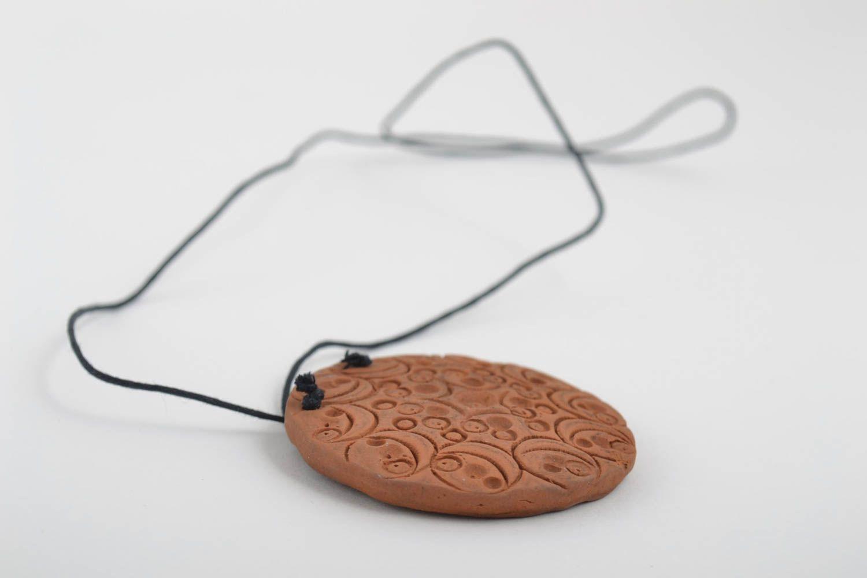Кулон ручной работы круглый кулон керамическая подвеска коричневая стильная фото 2