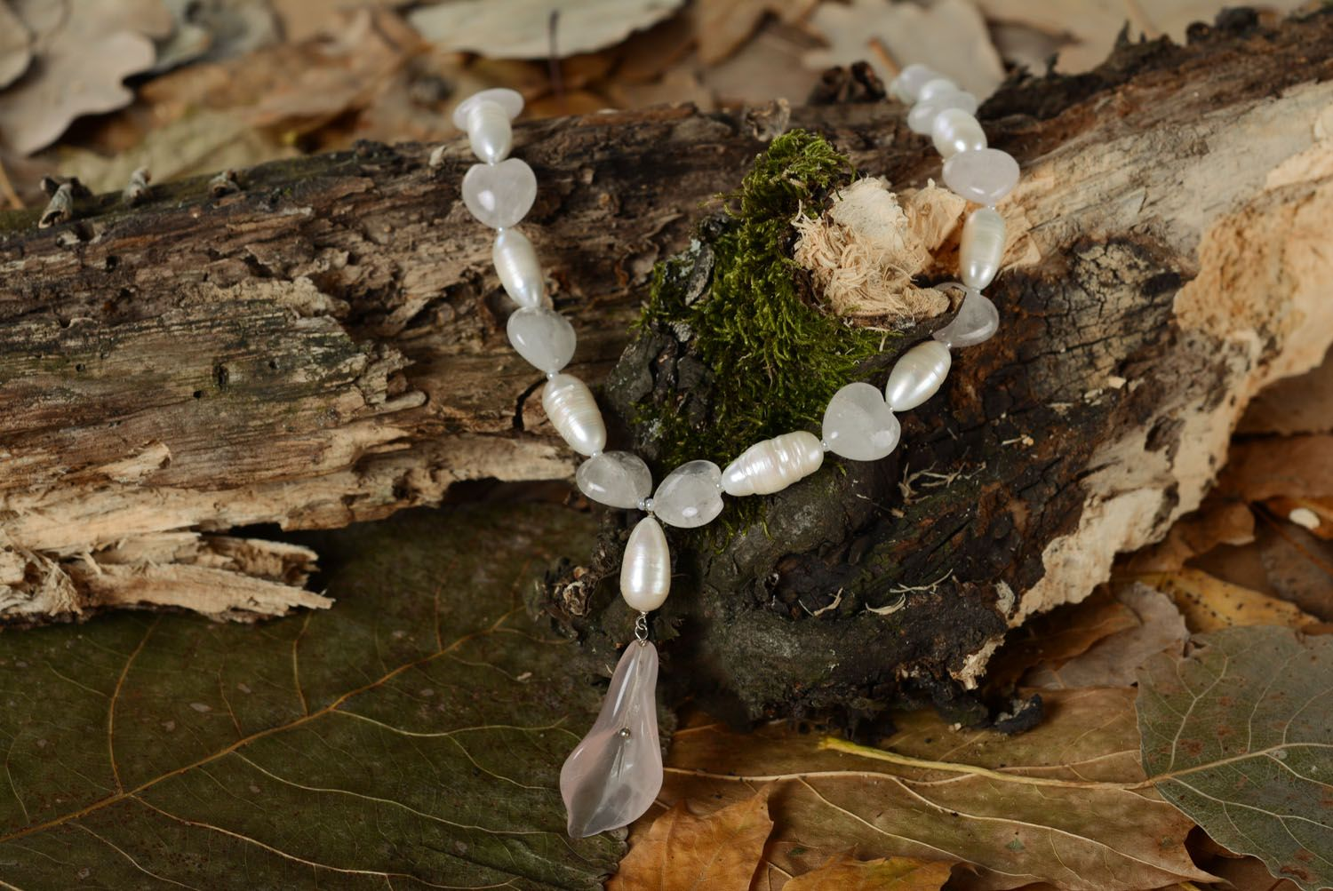 Designer's necklace made of natural stone photo 1