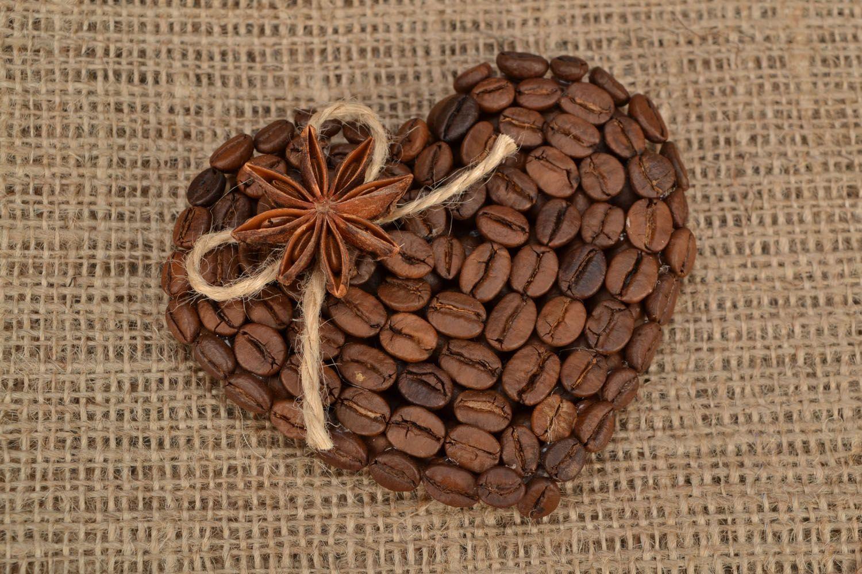 Fridge magnet made of coffee beans photo 1