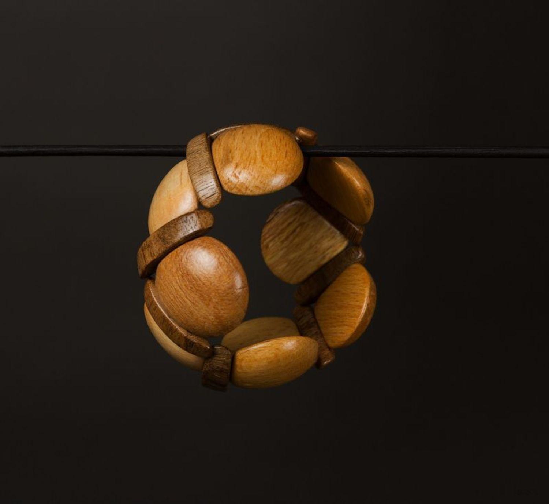 Стильный браслет деревянный фото 1