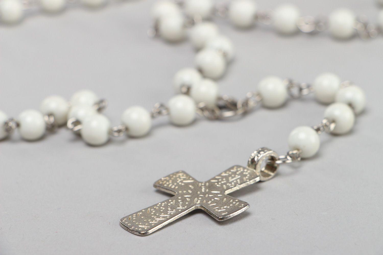 427a792ba43 chapelet Collier en perles de verre blanc avec croix fait main original  pour femme - MADEheart
