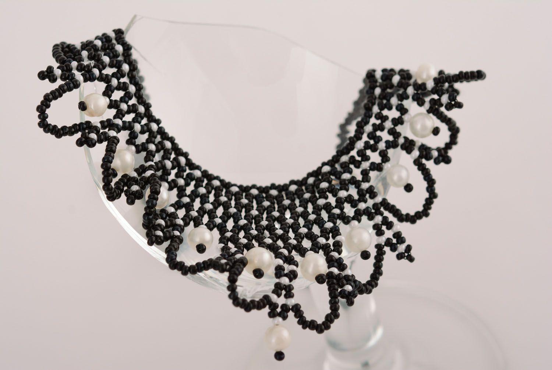 Черное бисерное ожерелье с жемчугом фото 2
