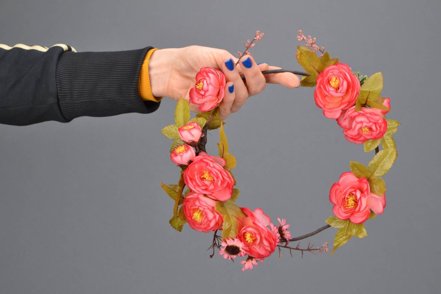 Beautiful flower head wreath photo 2