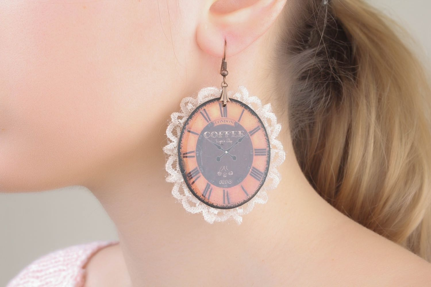 Earrings with lace photo 1