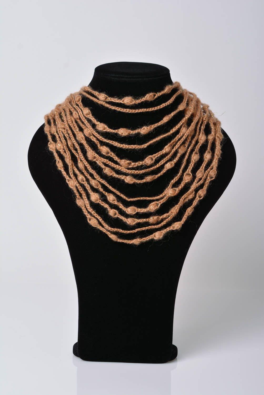 f0d582d35a28 joyería de Tela Collar tejido a crochet de hilos acrílicos y abalorios de  color beige artesanal