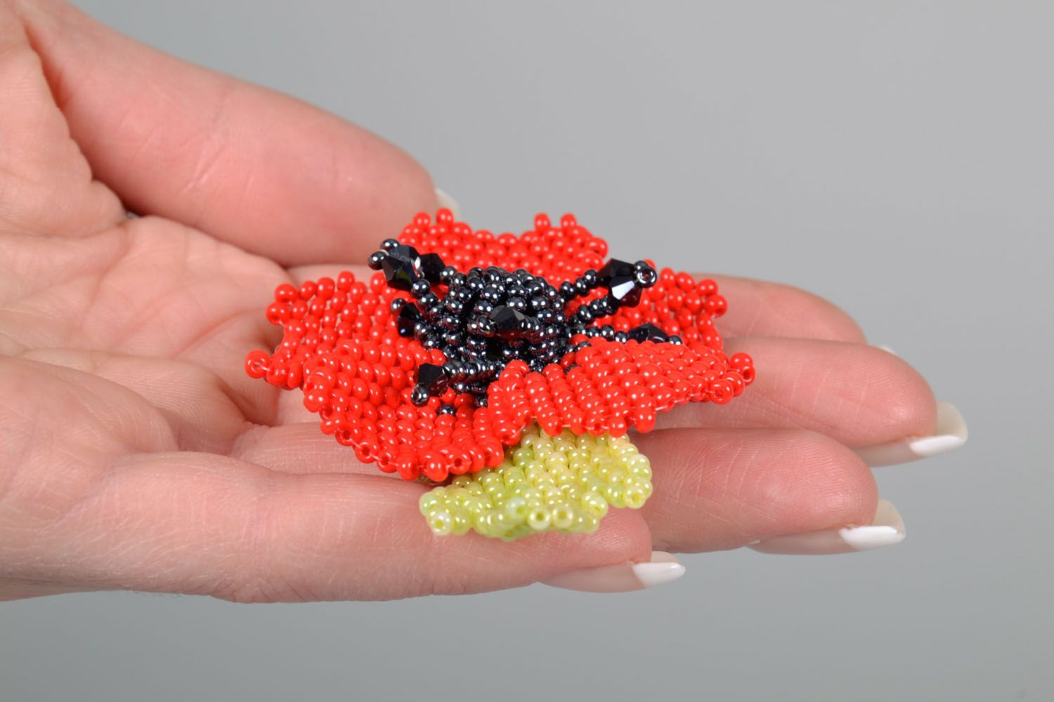 Beaded brooch in the shape of a flower photo 5
