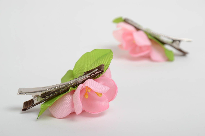 Заколки в виде цветов розовые набор из 2 аксессуаров маленькие ручная работа фото 3