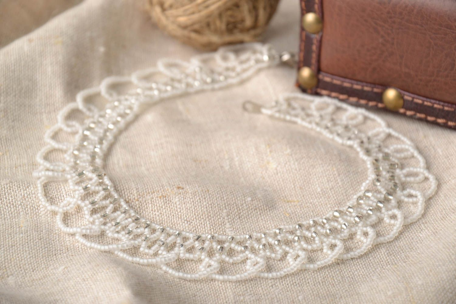 White beaded necklace photo 1