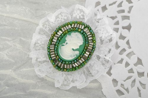 Brooch with lace Green - MADEheart.com