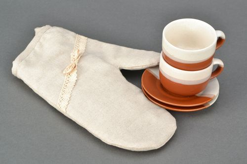 White oven mitt made of cotton and polyamide - MADEheart.com