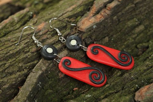 Handmade long polymer clay dangling earrings in red and black colors - MADEheart.com