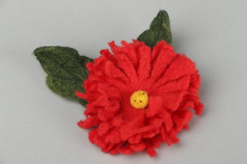 Brooch made of felted wool - MADEheart.com