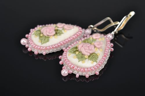 Satin stitch embroidered teardrop earrings - MADEheart.com