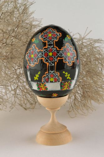 Wooden egg with authors hand-painting - MADEheart.com