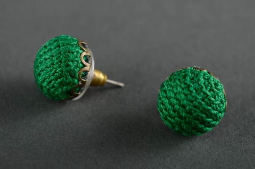 Crochet stud earrings - MADEheart.com