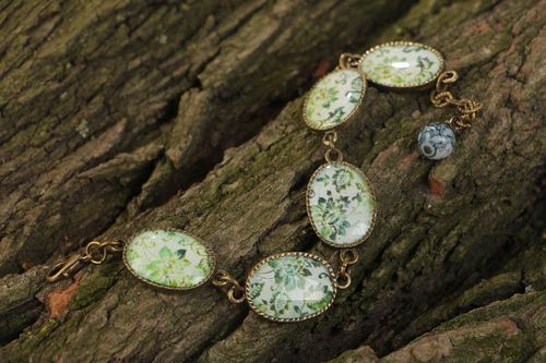 Handmade vintage bracelet made of glass glaze with metal fittings and pendants with green flowers - MADEheart.com