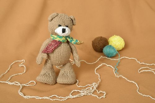 Crochet toy in the shape of brown bear - MADEheart.com