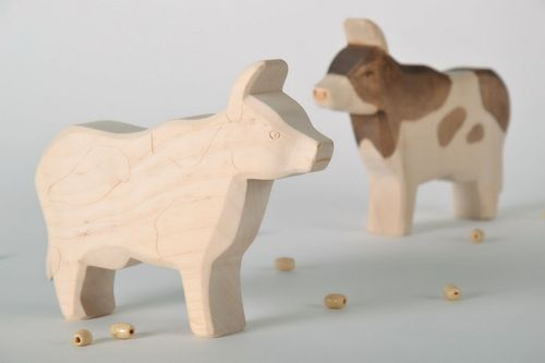 Figurine made from maple wood Cow - MADEheart.com