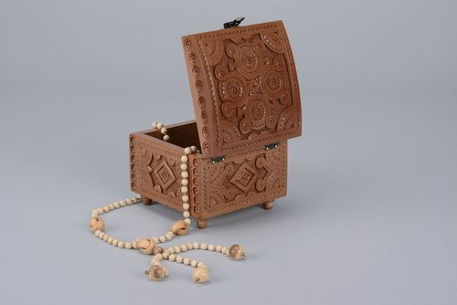 Jewelry box with carving - MADEheart.com