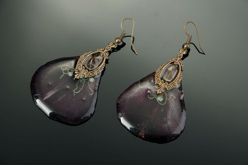 Earrings made of tulips and covered with epoxy resin - MADEheart.com