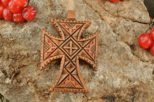 Pectoral cross with unusual design - MADEheart.com