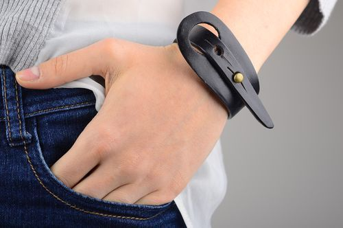 Stylish handmade leather bracelet handmade gifts for him fashion trends - MADEheart.com