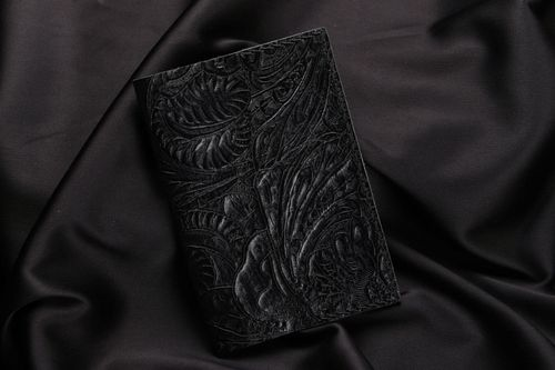 Black leather passport cover - MADEheart.com