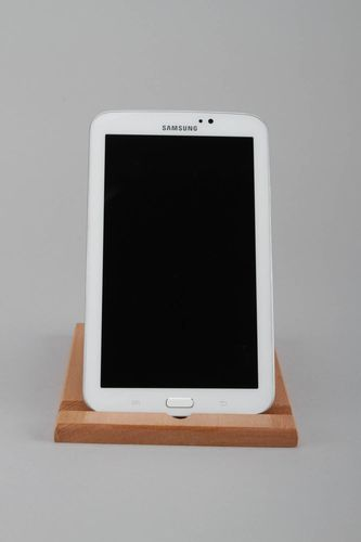 Wooden stand for telephone or tablet - MADEheart.com