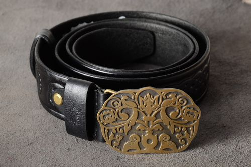 Handmade genuine leather belt with metal buckle and embossment in the shape of vignettes - MADEheart.com