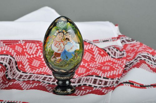 Decorative egg with a holder Ukrainian couple - MADEheart.com