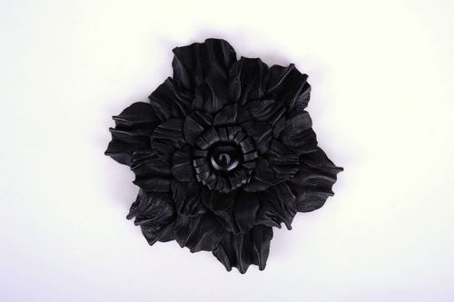 Brooch made ​​of 100% natural leather in the form of a flower - MADEheart.com