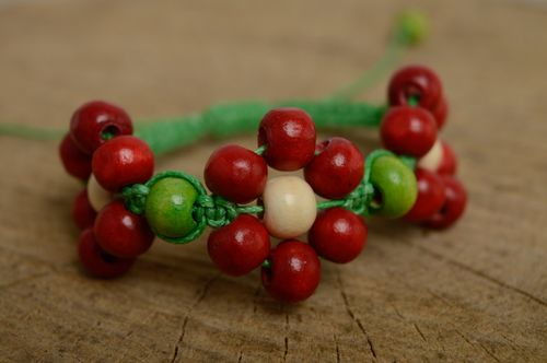 Woven bracelet with wooden beads - MADEheart.com