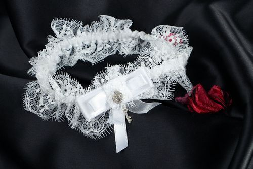Lace garter for bride with rhinestones - MADEheart.com