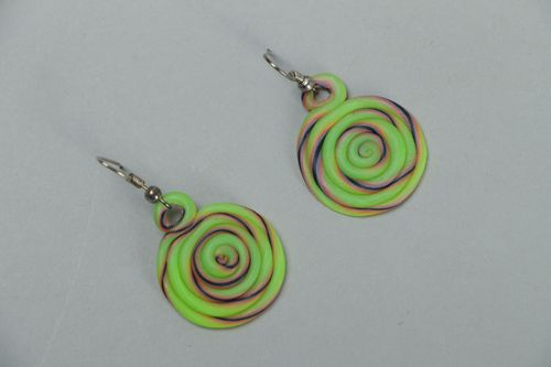 Green polymer clay round earrings - MADEheart.com