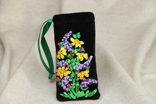 Velor sunglasses case embroidered with ribbons - MADEheart.com