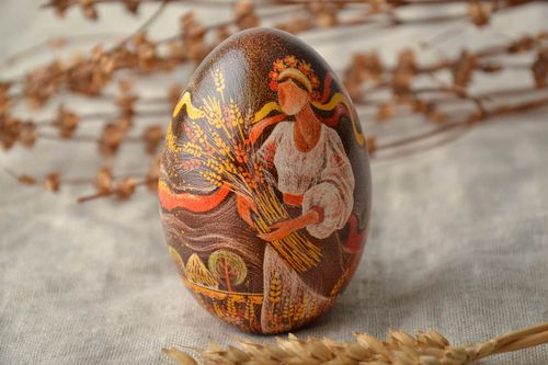 Handmade Easter egg with painting in Ukrainian style - MADEheart.com