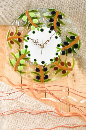 Handmade designer round transparent fusing glass wall clock with green pattern - MADEheart.com