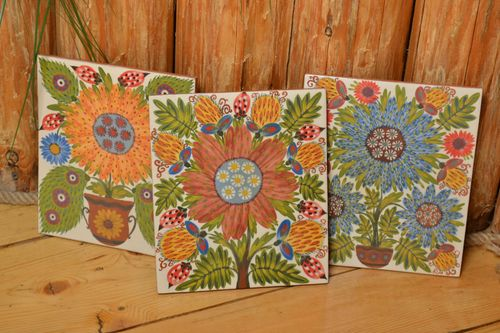 Set of handmade clay tiles 3 pieces with flowers beautiful majolica painting - MADEheart.com