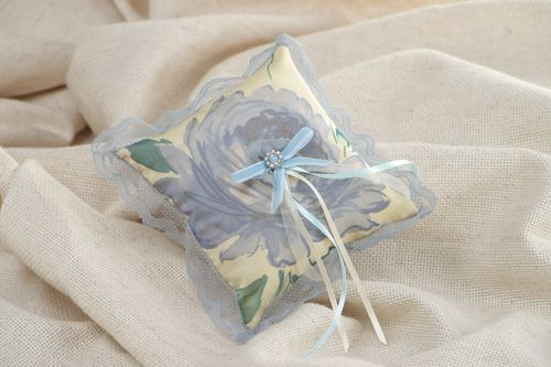 Handmade wedding ring pillow with lace and flower print - MADEheart.com