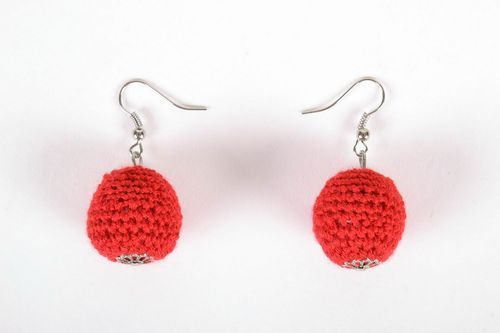 Crocheted wooden earrings - MADEheart.com