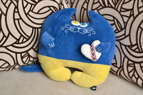 Handmade blue and yellow cushion in the form of cat made of flock - MADEheart.com
