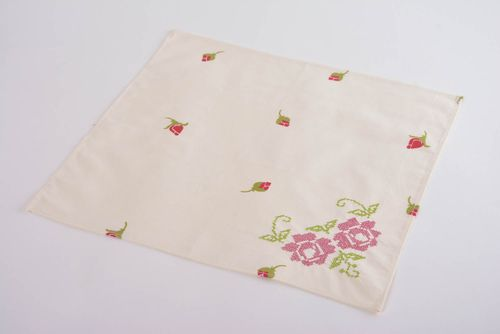 Handmade square napkin with machine embroidery with beautiful flowers home decor - MADEheart.com