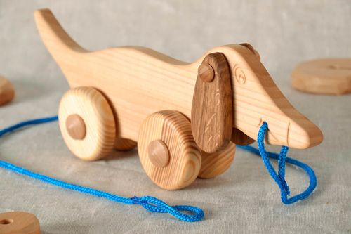 Toy on wheels Dachshund made of wood - MADEheart.com
