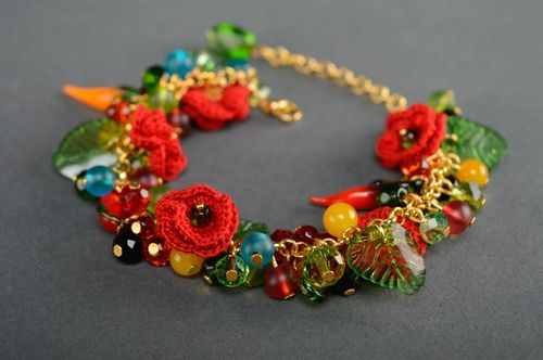 Colorful bracelet with beads and flowers - MADEheart.com