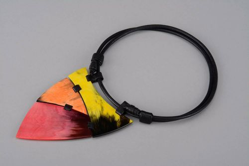 Necklace made of horn and leather - MADEheart.com