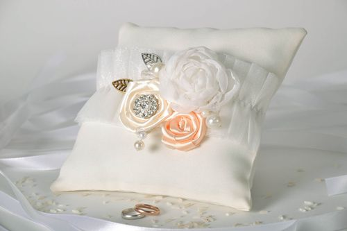 Small ring pillow - MADEheart.com