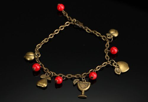 Bracelet with coral - MADEheart.com