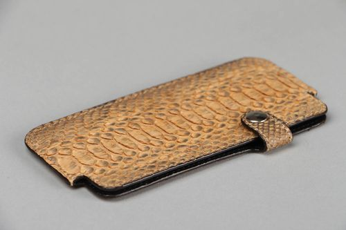 Cell phone case made of python leather - MADEheart.com
