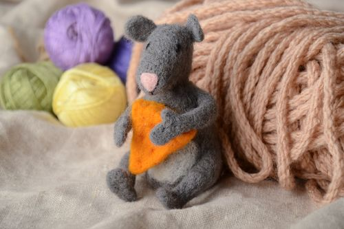 Felt toy figurine for house decoration Mouse - MADEheart.com