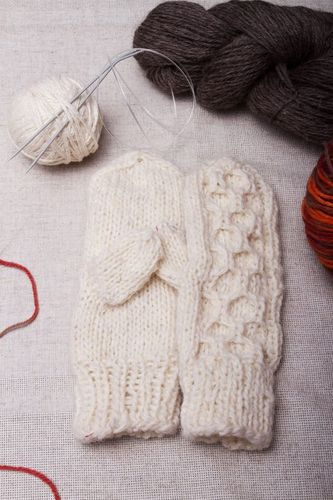 White wool mittens for women - MADEheart.com
